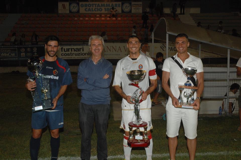 La premiazione con i capitani delle tre squadre