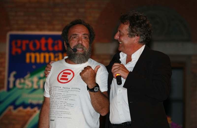 Giobbe Covatta ed Enzo Iacchetti a Grottammare durante un'edizione di Cabaret Amoremio!