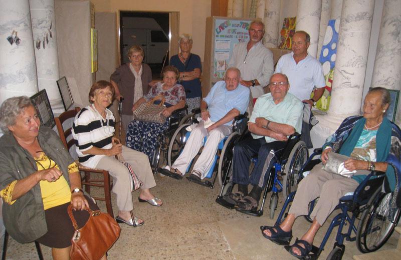 Gli anziani della casa di riposo Villa San Giuseppe in visita a Colonnella