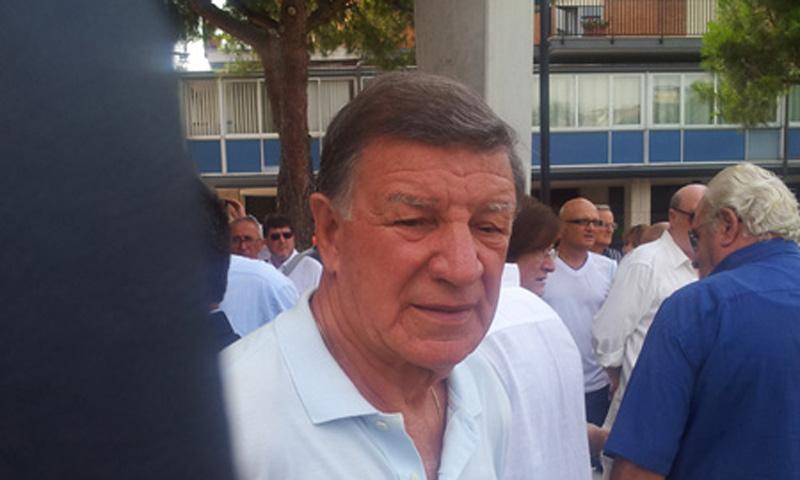 Paolo Beni fuori dalla Chiesa al termine dei funerali di Giuseppe Valeri
