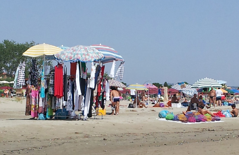 Ambulanti abusivi in spiaggia