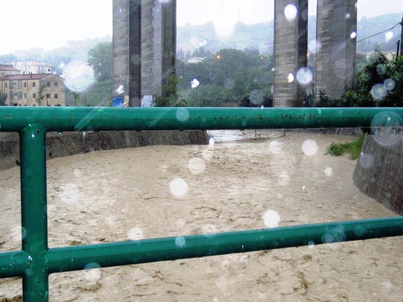 Forte pioggia e allagamenti su San Benedetto del Tronto 14 settembre 2012  (1)