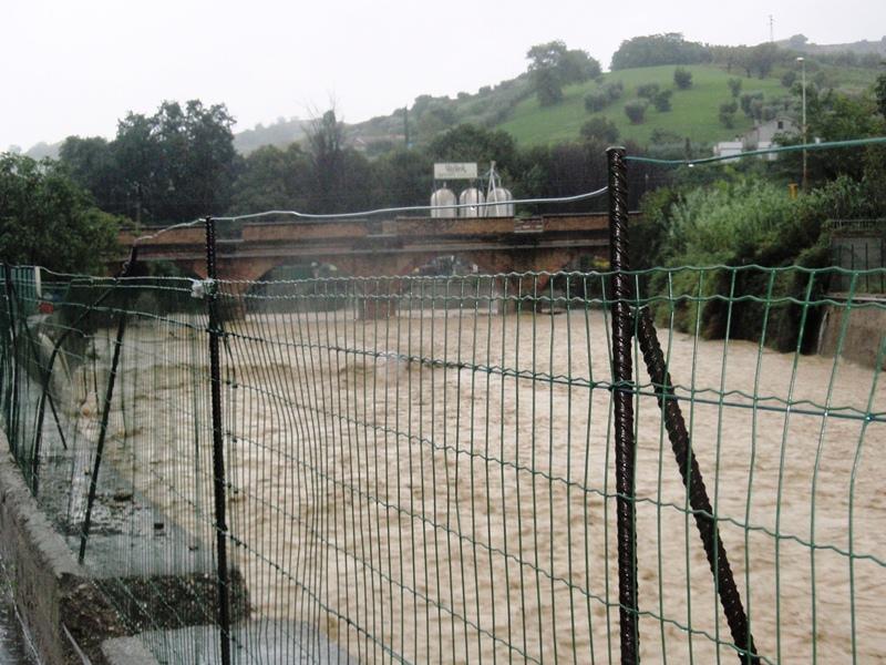 Forte pioggia e allagamenti su San Benedetto del Tronto 14 settembre 2012  (13)