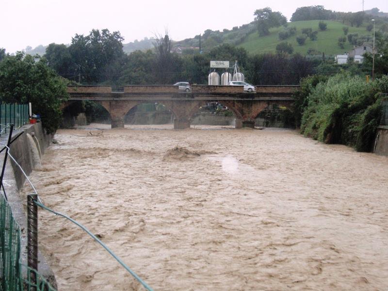Forte pioggia e allagamenti su San Benedetto del Tronto 14 settembre 2012  (15)