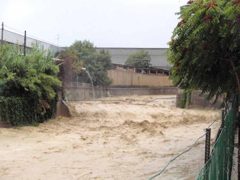 Forte pioggia e allagamenti su San Benedetto del Tronto 14 settembre 2012  (16)