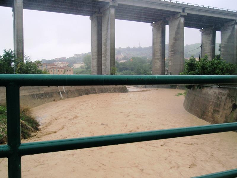 Forte pioggia e allagamenti su San Benedetto del Tronto 14 settembre 2012  (3)