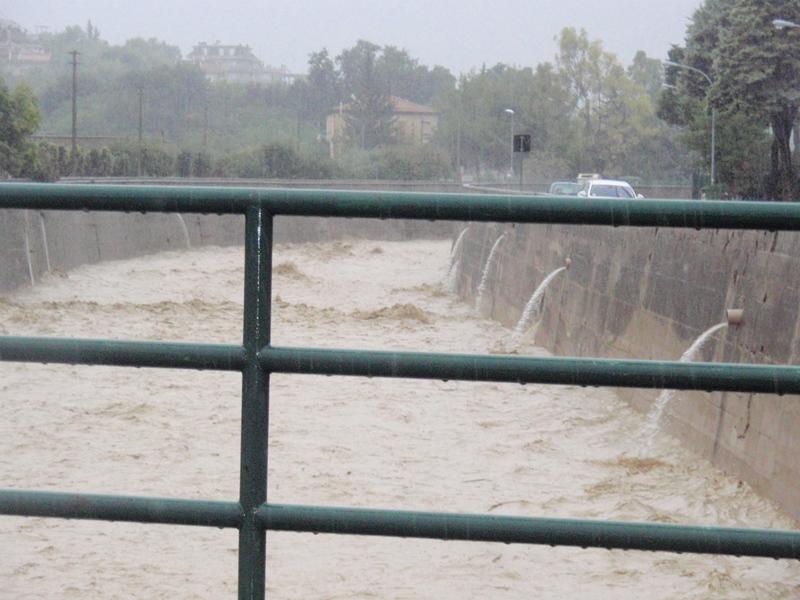 Forte pioggia e allagamenti su San Benedetto del Tronto 14 settembre 2012  (6)