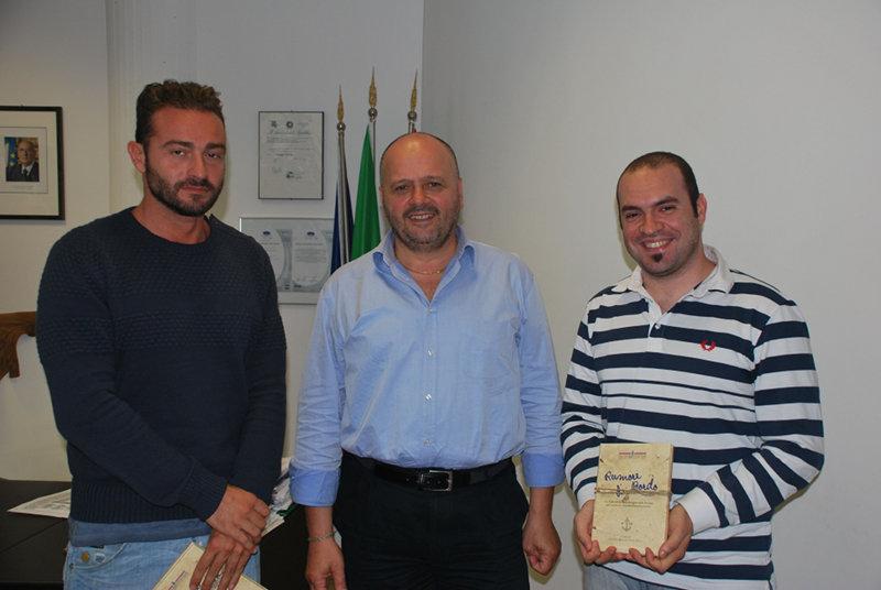 Giacomo Cagnetti e Rovero Impiglia con il sindaco (al centro)