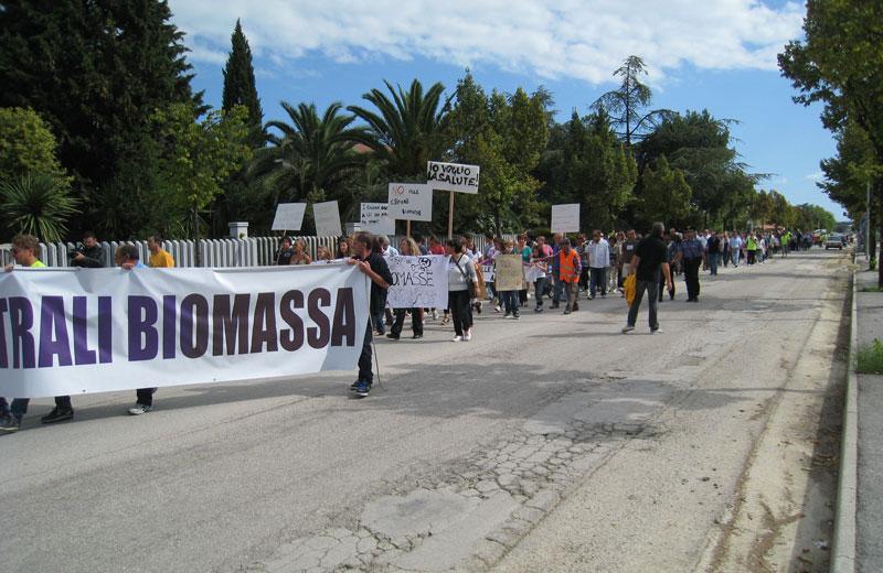 Manifestazione di protesta a Colonnella contro le centrali a biomasse