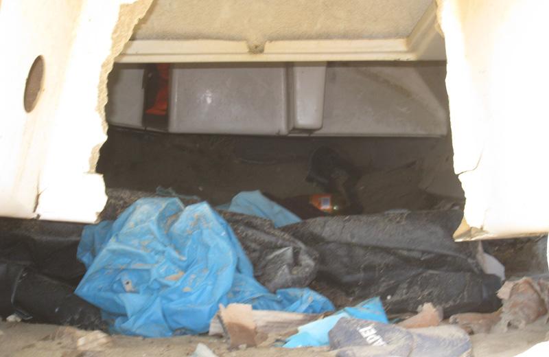 Una barca utilizzata come rifugio per dormire