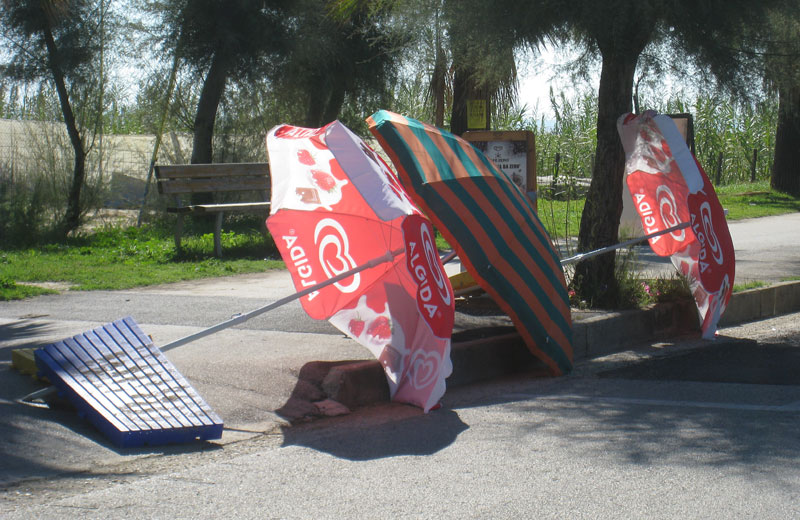 Erosione costiera, protesta dei balneatori a Villa Rosa sud