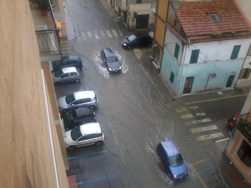 Incrocio tra via Roma e via San Martino allagato, 14 settembre 2012 (teresa l)