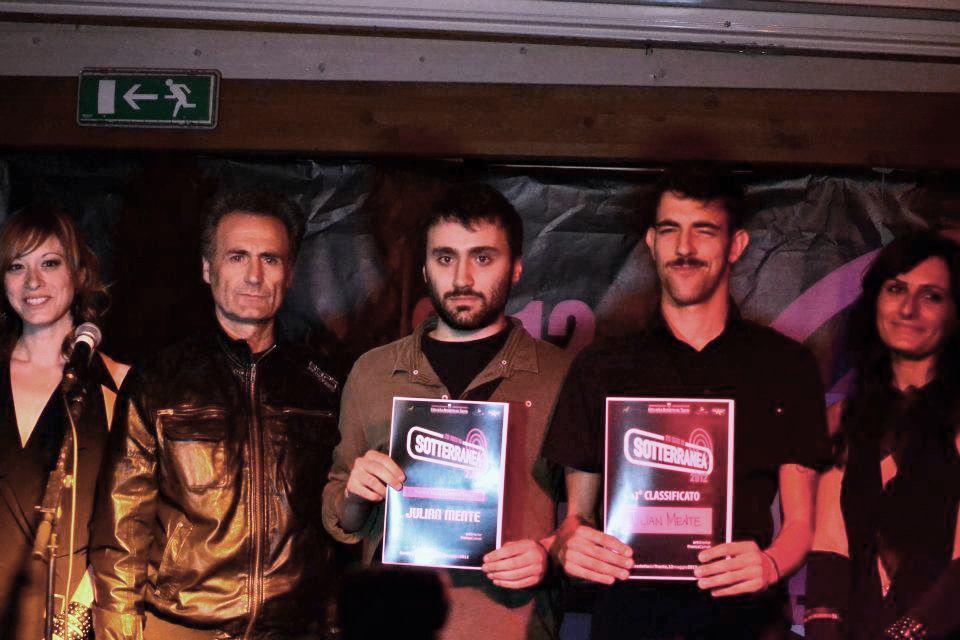 Al centro i JulianMente vincitori dell'edizione 2012 di Sotterranea Rock Festival con Francesca Poli, Franco Cameli e Cristiana Saporosi