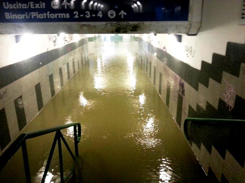 Stazione San Benedetto del Tronto allagata 14 settemre 2012