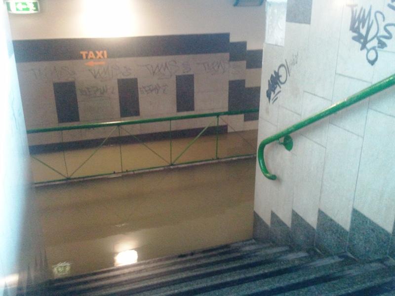 Stazione ferroviaria allagata San Benedetto del Tronto 14 settembre 2012  (1)