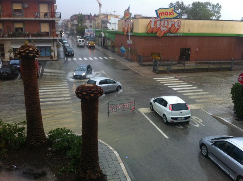 Via Manzoni allagata 14 settembre 2012