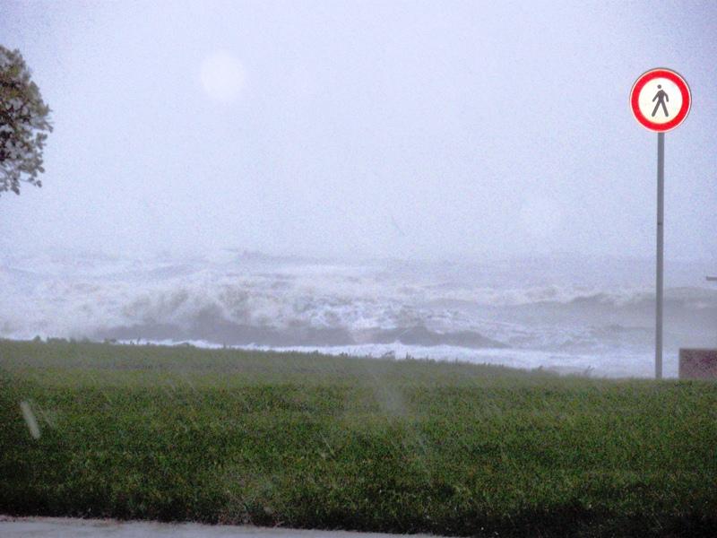 Violenta mareggiata Riviera delle Palme 14 settembre 2012  (1) lucio felicioni