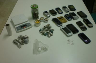 Il materiale sequestrato in casa dello spacciatore