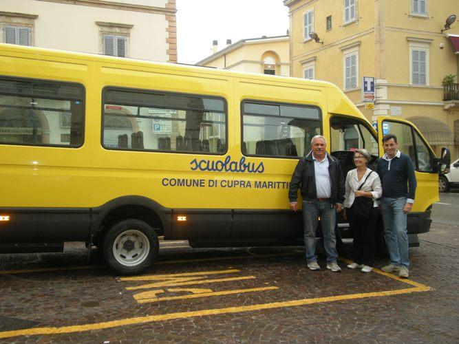 nuovo_scuolabus_a_metano_a_cupra_marittima1