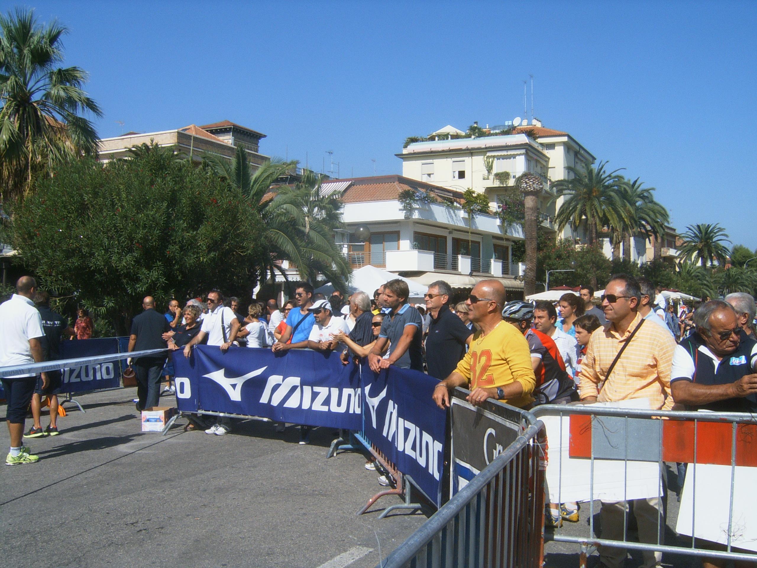 Maratona Ascoli-San Benedetto, pubblico assiepato all'arrivo