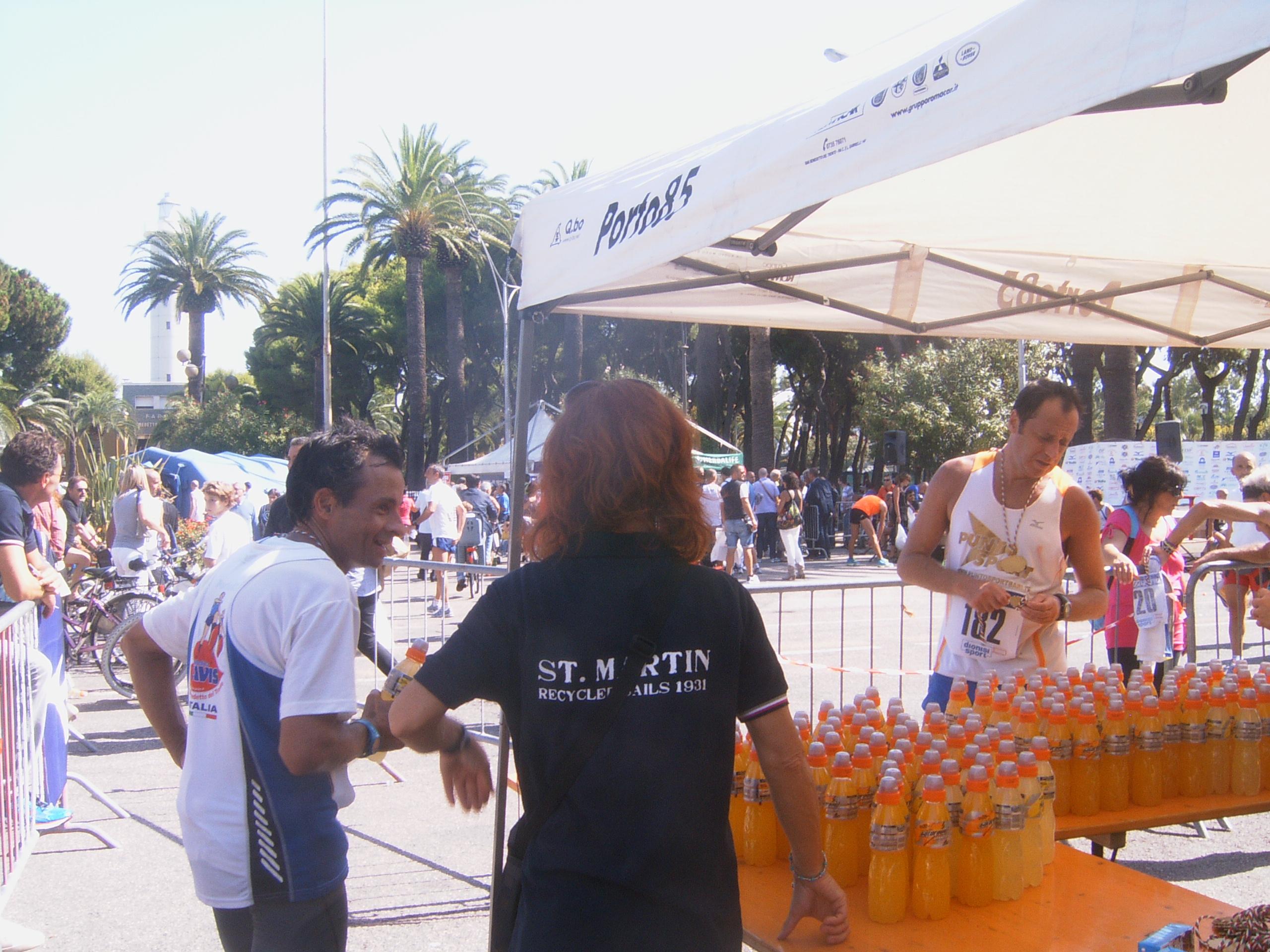 Maratona Ascoli-San Benedetto 2012, punto di ristoro dopo l'arrivo