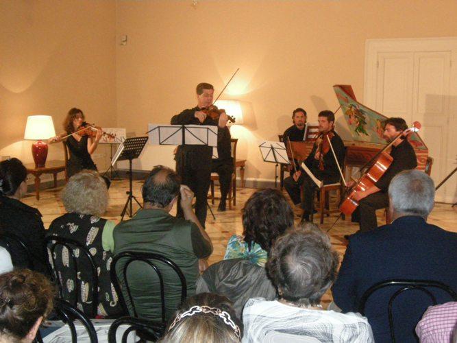 roberto_sechi_e_i_solisti_dell'orchestra_adriatica1