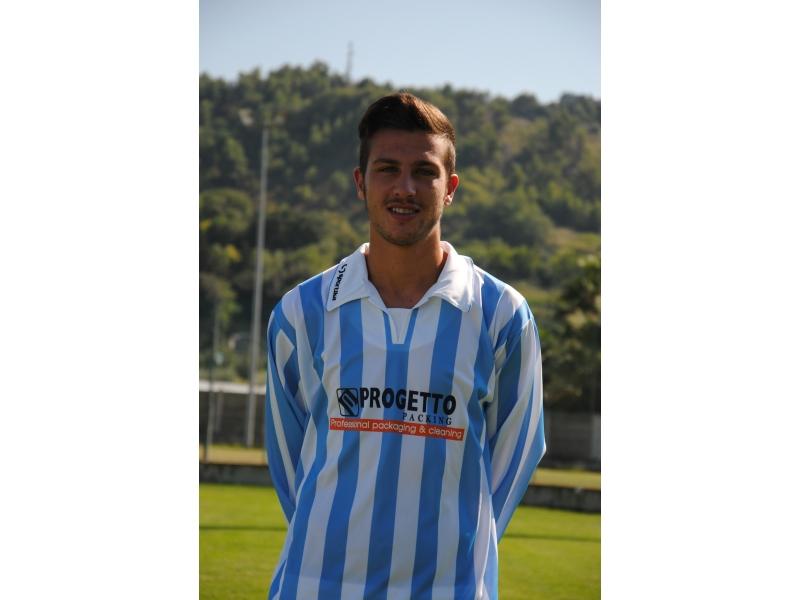 Il centrocampista del Grottammare Andrea Petrucci