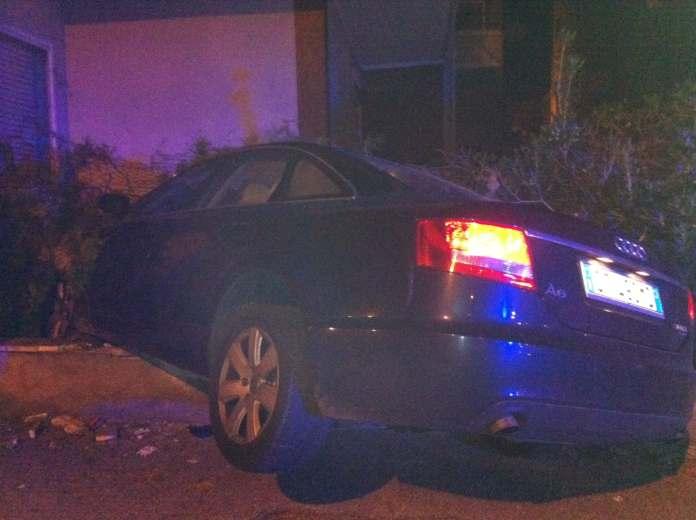 Audi schiantata contro un muretto 4