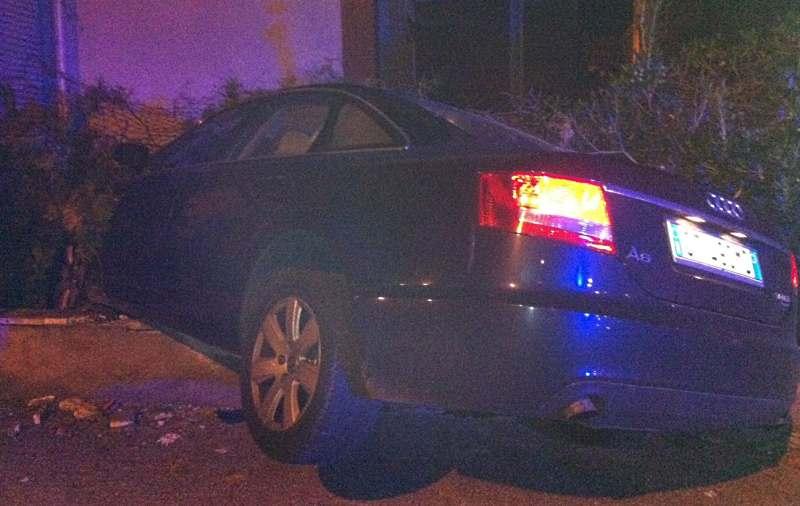 Audi schiantata contro un muretto
