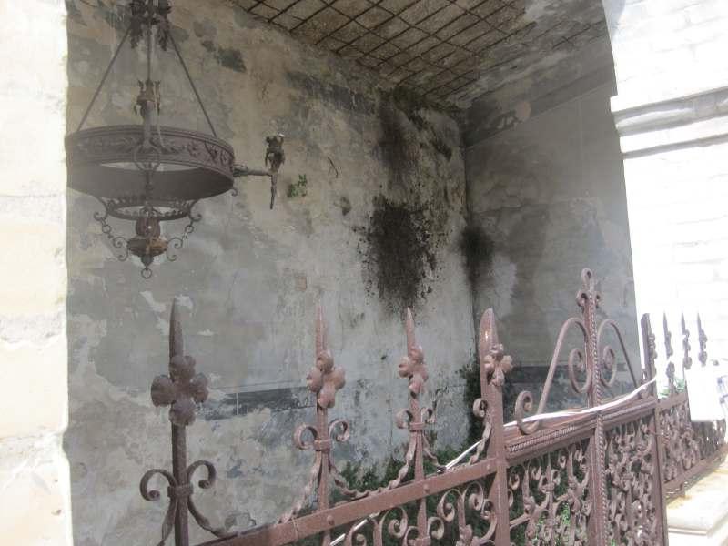 Cimitero di Grottammare. Tomba pericolante