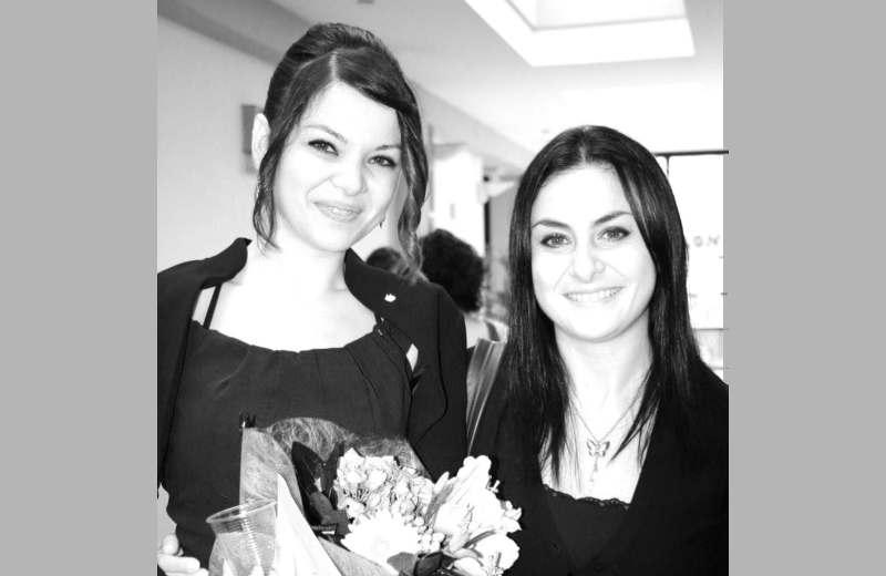 Da sinistra Francesca Lucadei insieme alla sorella Daniela