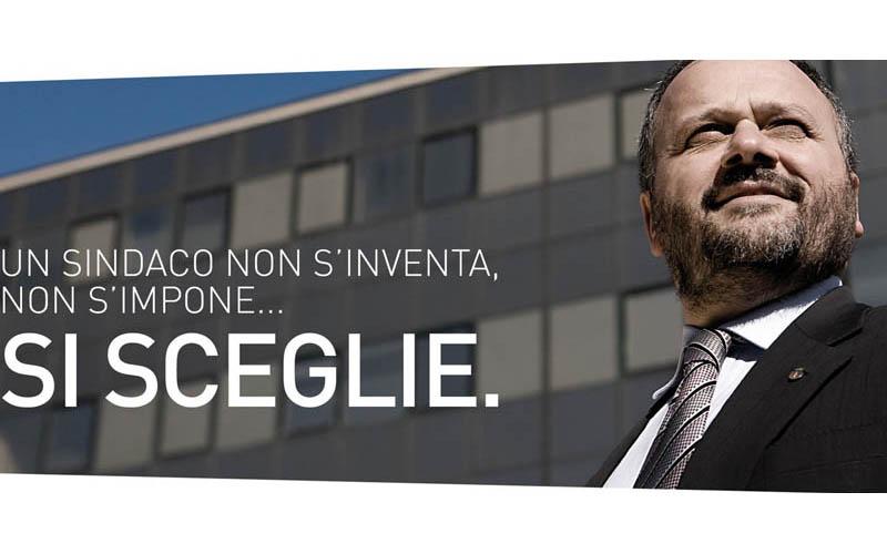 Giovanni Gaspari con uno slogan per le elezioni 2011