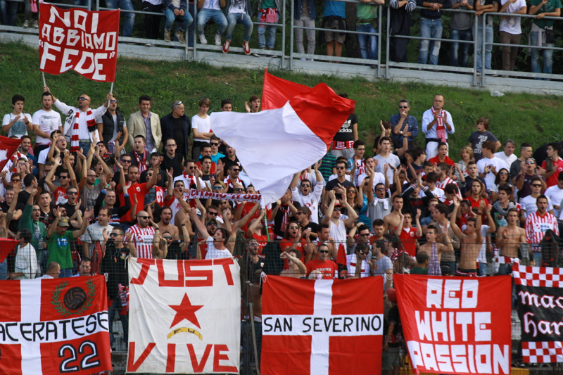 Maceratese - Samb 0-3, tifo di casa (Bianchini)