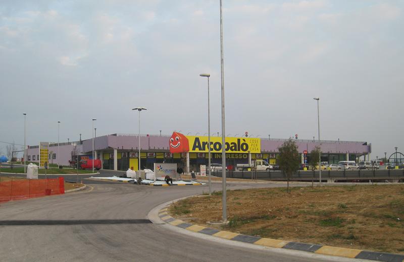 Il Parco commerciale Arcobaleno