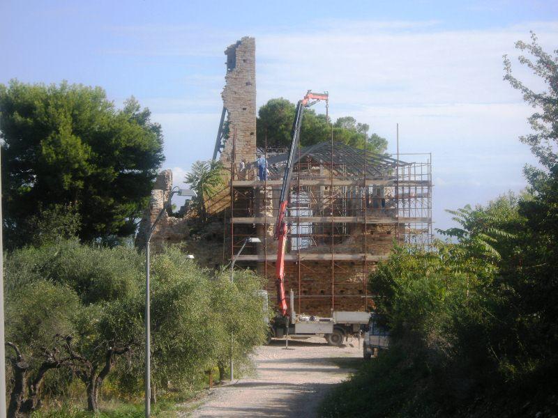 Lavori in corso al castello di Sant'Andrea
