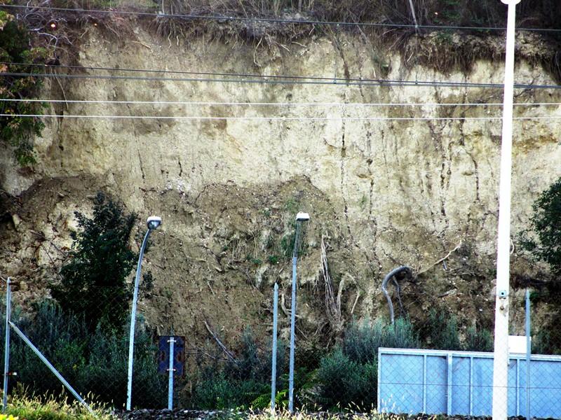 L'inquietante collina dalle evidentissime erosioni