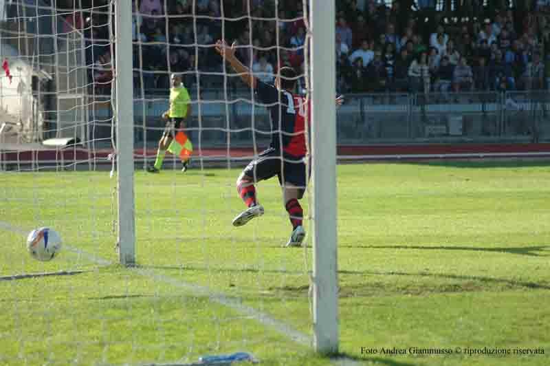 Shiba realizza il 3-0 a Macerata (giammusso)