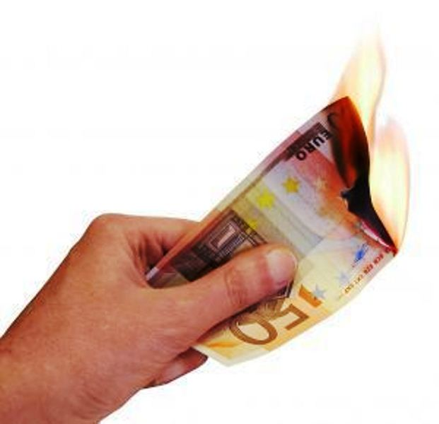 Soldi che bruciano -fonte google immagini