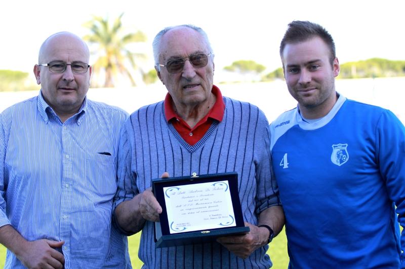 Lo storico presidente Adrea Di Felice, iniseme al figlio e attuale presidente Franco e il nipote Andrea, attaccante biancoazzurro
