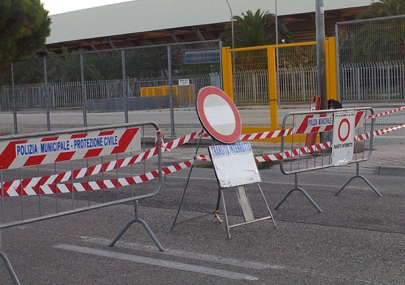 La strada davanti allo stadio chiusa per l'incontro di Coppa italia tra Samb e Ancona