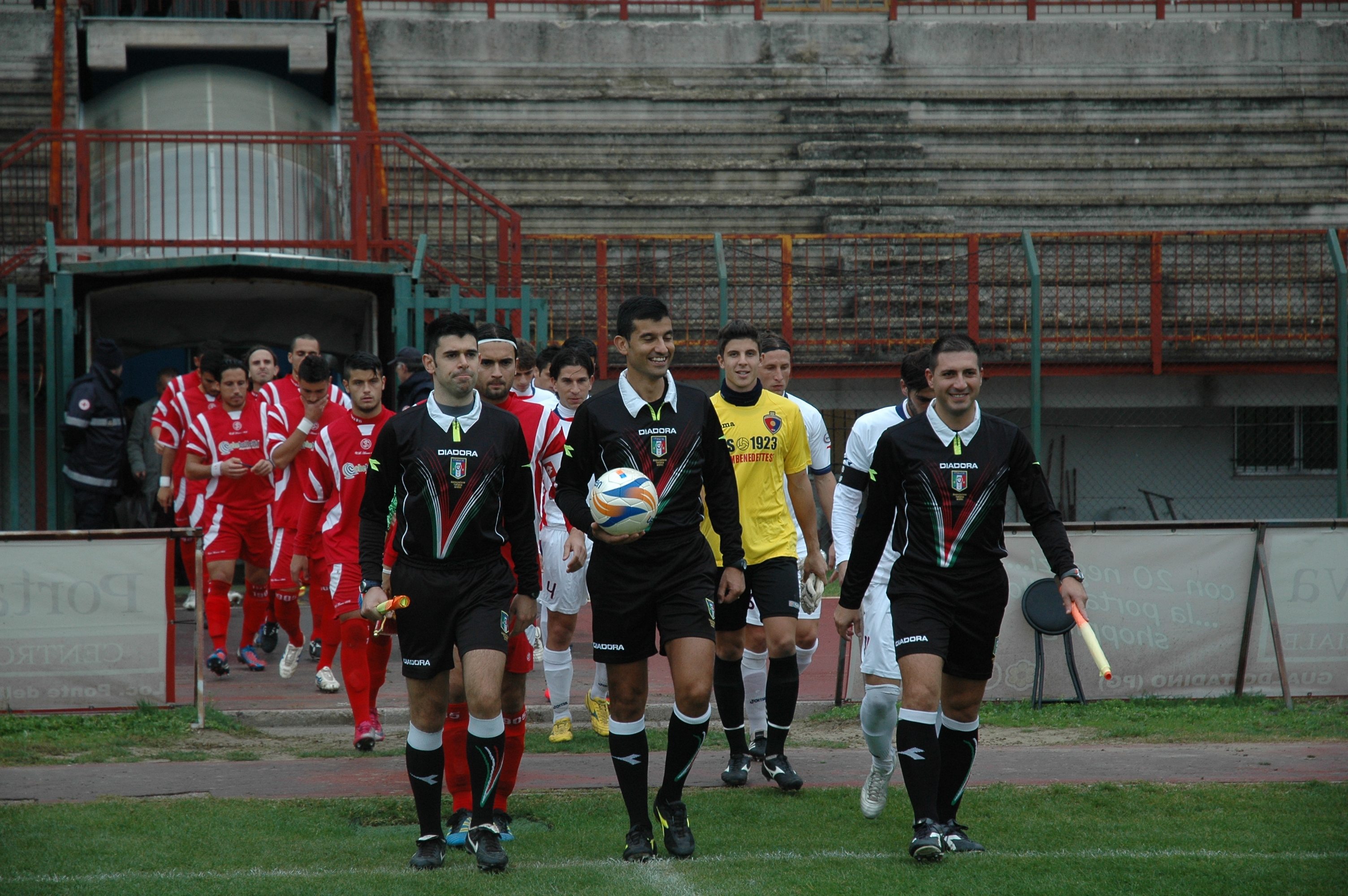 Samb-Ancona, ingresso in campo (GIAMMUSSO)