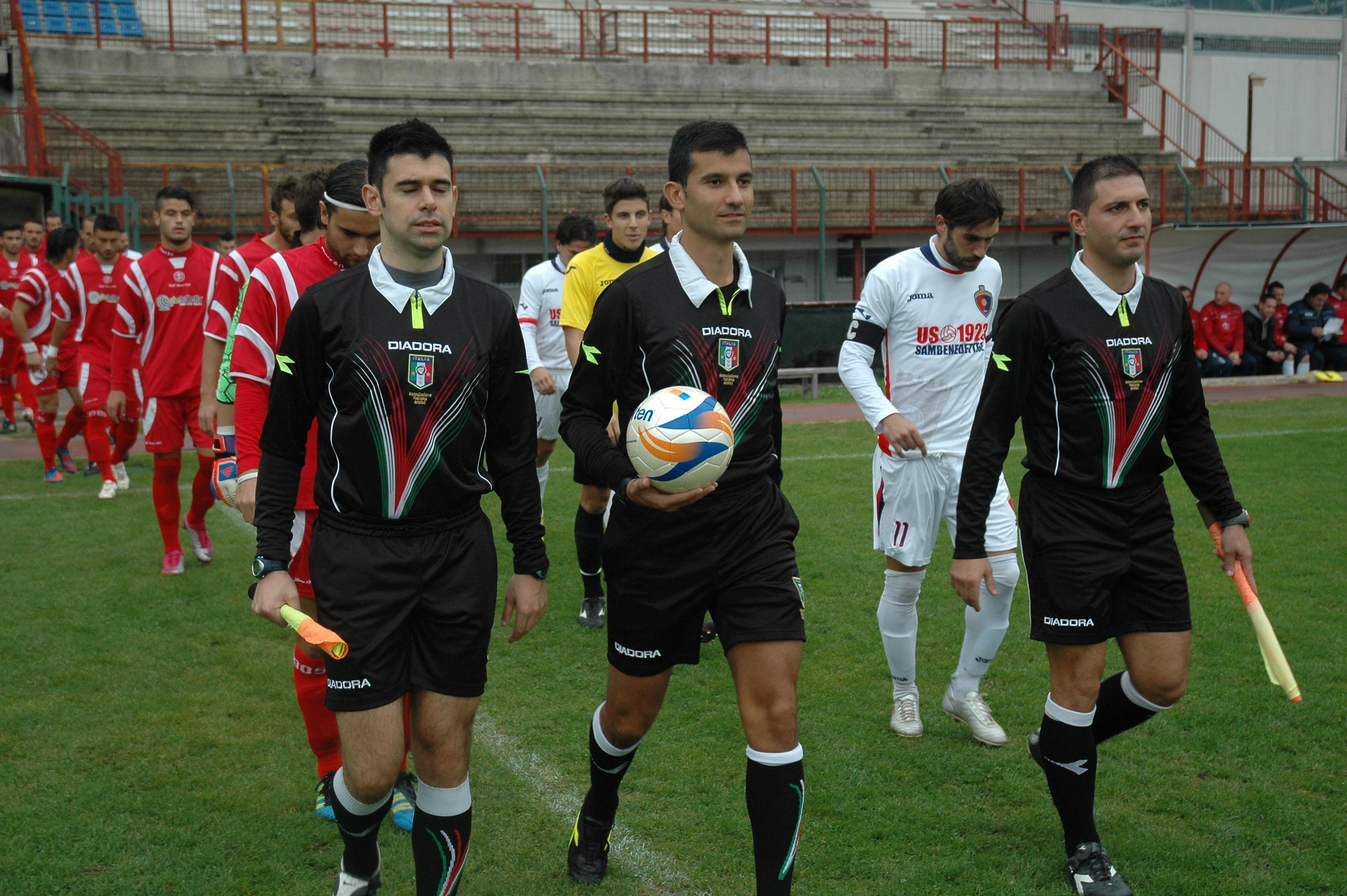 Samb-Ancona, ingresso in campo della contestata terna arbitrale (GIAMMUSSO)