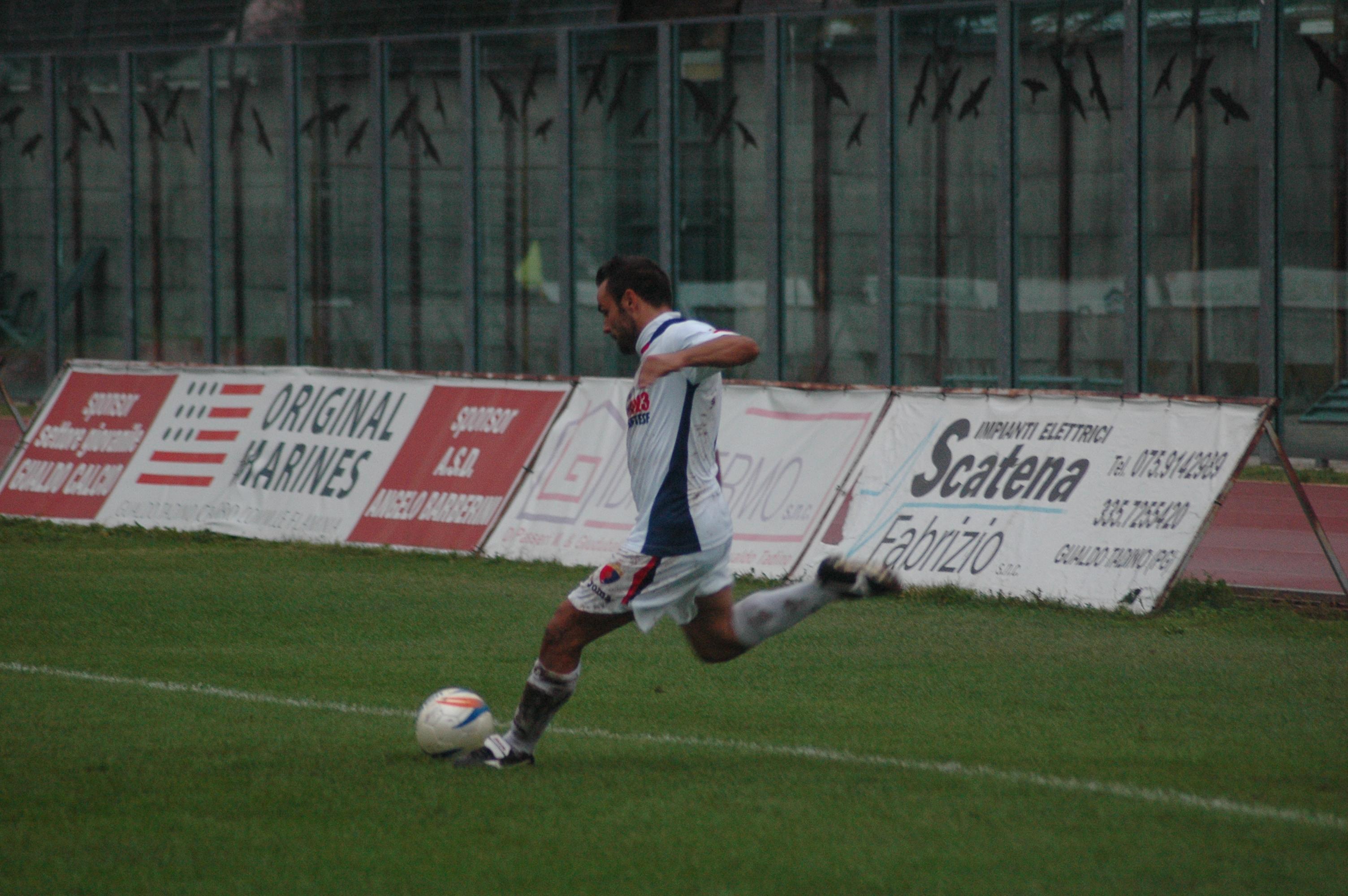 17 Il tiro di Napolano, che porterà al secondo gol (GIAMMUSSO)