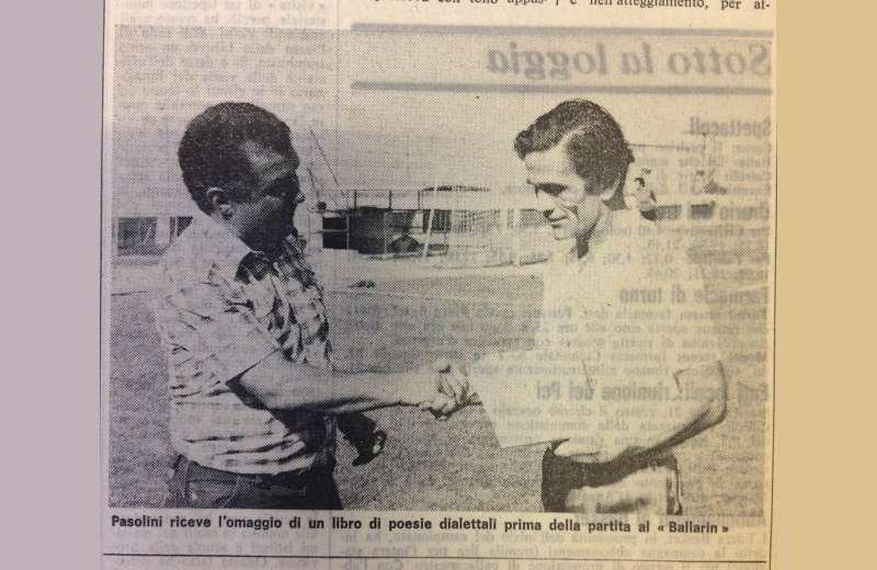 Alberto Perozzi consegna il libro dialettale a Pier Paolo Pasolini (1)
