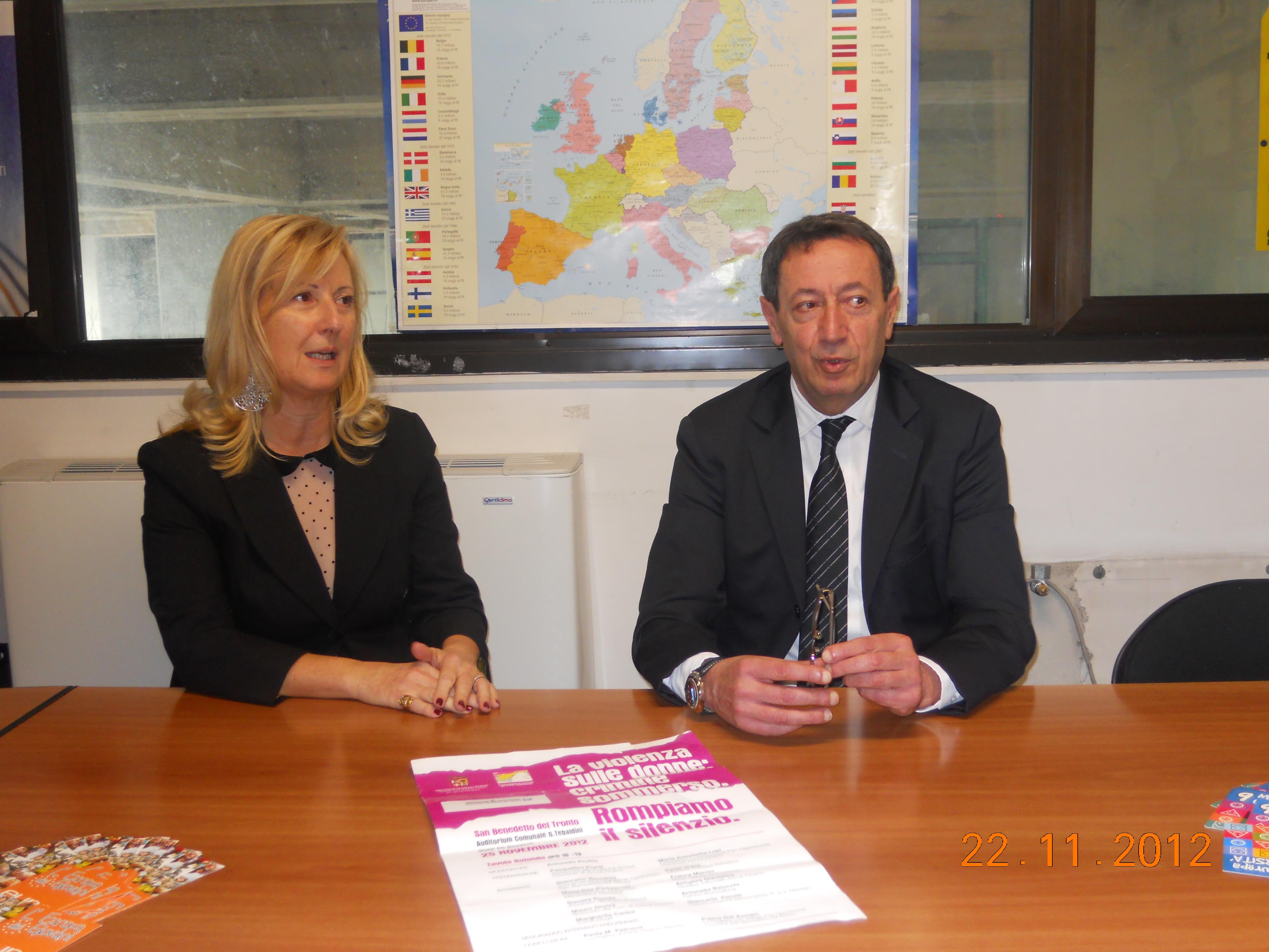 L'assessore alle pari opportunità Pasqualino Piunti e la dottoressa Maria Antonietta Lupi