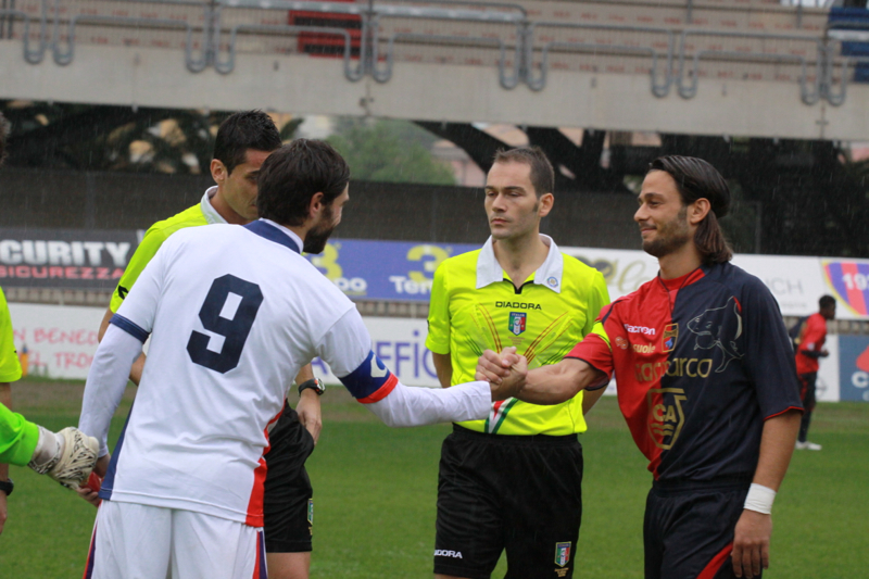 Samb-Civitanovese (4-0), il saluto dei capitani (Foto Bianchini)