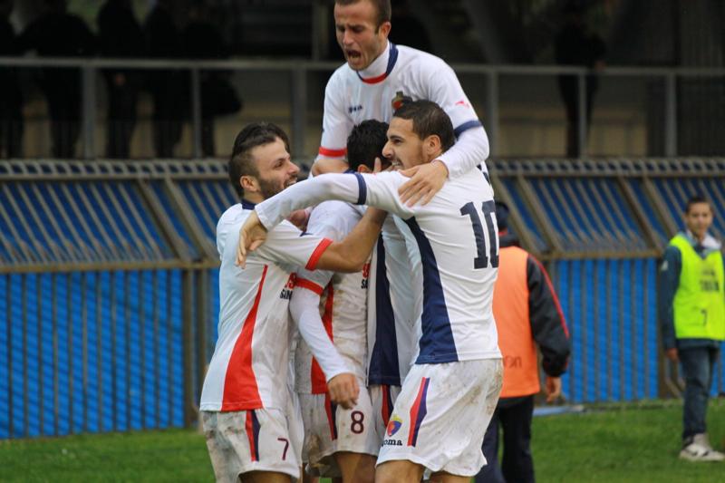Samb-Civitanovese (4-0), esultanza sul gol di Camilli (Foto Bianchini)