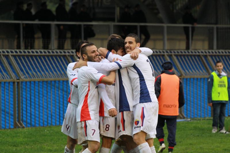 Samb-Civitanovese (4-0), esultanza sul gol di Camilli 2 (Foto Bianchini)