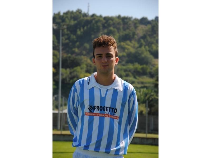 il centrocampista Massimo Frattali