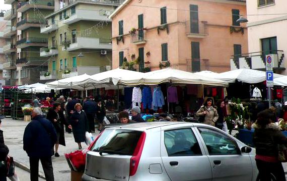 Mercato in via Montebello